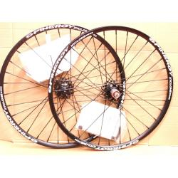 Roues à pneu 26p SPINERGY vtt Xyclone XC Disc noir - 6 trous - Axe de 9mm - 1650 gr - ppc 979 €ttc - PAIRE.
